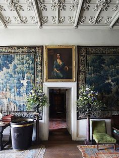 Simon Watson Birr Castle - Those tapestries with the chartreuse velvet chaise, coffered ceiling and flower arrangements on pedestals. My Living Room, Living Spaces, Interior Architecture, Interior And Exterior, Chateau Hotel, Halls, English Interior, World Of Interiors, Interior Decorating