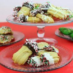 Aquafaba Italian Meringue Buttercream Recipe - Gretchen's Vegan Bakery Butter Spritz Cookies, Grinch Cake, Cake Recipes, Vegan Recipes, Vegan Buttercream, Cocoa Cinnamon, Mousse Cake, Meals For One, Just Desserts