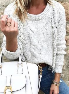 Tips for styling a White handbag for Fall and Winter Latest Fashion For Women, Womens Fashion, White Handbag, Sweater Fashion, Grey Sweater, Pullover Sweaters, Pullover Pullover, Women's Fashion Dresses, Knitwear