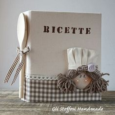 "Ricettario ""Little chef"" ...questo è un ""pezzetto"" di uno degli ultimi set da cucina che mi hanno commissionato ... per una meravigliosa cucina #shabbystyle  #glistoffosihandmade #countrychic #countrydecor #homedecor #shabbychic #shabbylovers #shabbydecor #homesweethome #interiordesign #decor #ricettari #foodblogger #ricette #recipes #countrydolls #handmadewithlove #handmade #fattoamano #etsy #cucitoceativo #igersarezzo #igerstoscana #crafters #crafts #creativity #ideeregalo #giftideas… Scrapbook Recipe Book, Diy And Crafts, Paper Crafts, Hobbies For Women, Hobby Room, Hobby Lobby, Hobby Horse, Customizable Gifts, Cute Gifts"
