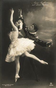 Anna Pavlova and Nicolas Legat in 'Swan Lake'. (I just adore these old, vintage ballet photos. Anna Pavlova, Vintage Ballet, Vintage Dance, Vintage Photographs, Vintage Images, Ballerine Vintage, Retro Vintage, Vintage Hawaii, Vintage Vogue