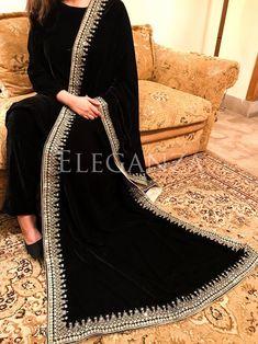 Trianglar four side sequence embroidered shawl Pakistani Fashion Casual, Pakistani Dresses Casual, Pakistani Dress Design, Indian Fashion, Designer Party Wear Dresses, Kurti Designs Party Wear, Indian Designer Outfits, Indian Attire, Indian Wear