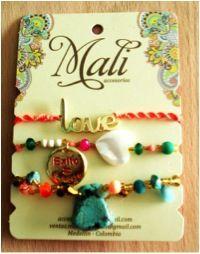 Pulsera, Mali Christmas Ornaments, Holiday Decor, Home Decor, Stud Earrings, Accessories, Decoration Home, Room Decor, Christmas Jewelry, Christmas Decorations