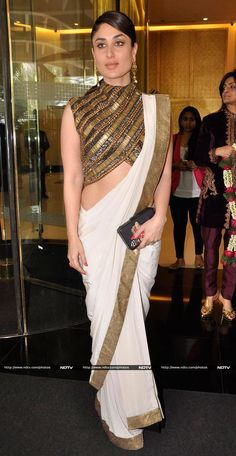 Actress Kareena Kapoor spent Monday, January 27 at a lunch hosted in honour of Valerie Trierweiler, the visiting former First Lady of France. Kareena was lovely in an Anand Kabra sari. Indian Blouse, Indian Sarees, Indian Attire, Indian Wear, Indian Dresses, Indian Outfits, Lehenga, Dhoti Saree, Bollywood Fashion