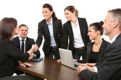 Dans certains centres d'appels, la gestion des ressources humaines est assurée directement par le directeur. Dans ceux de plus grandes tailles, un service entier y est consacré pour le personnel. Résolution Call vous décrypte la gestion des salariés et le quotidien des professionnels de RH.