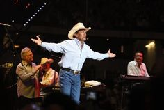 Photos: The best of George Strait, from Austin 1984 to hanging with Jerry Jones http://share.d-news.co/CT9GBNN pic.twitter.com/bGKJp4BWvf