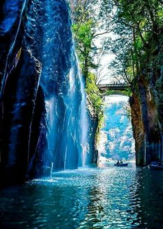 Takachiho Gorge Miyazaki Japan Source coiour-my-world Beautiful World, Beautiful Places, Beautiful Pictures, Nature Sauvage, Miyazaki, Nature Pictures, Amazing Nature, Beautiful Landscapes, The Great Outdoors