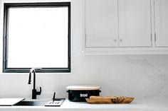 White Kitchen, Countertops, Kitchen Cabinets, Home Decor, Kitchen, Kitchen Gallery, Splash, Inspiration, Caesarstone