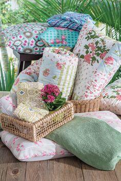 Quem também fica indeciso quando tem muuuuuitas opções? #floral #cama #queen #solteiro #decoracao #homedecor #colorido #jogodecama #quarto #casal