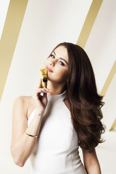 Selena Marie Gomez is an American singer, actress, and producer. Selena Gomez Photoshoot, Selena Gomez Cute, Selena Gomez Fotos, Selena Gomez Pictures, Selena Gomez Style, Alex Russo, Marie Gomez, Celebrity Makeup, Celebrity News