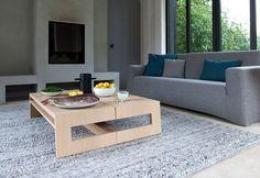 Een eiken salontafel ontworpen volgens de no-nonsens visie van Marjolein Kap. De Maas salontafel is een modern en tijdloos ontwerp van prachtig eiken.