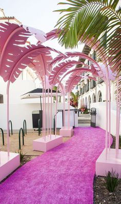 Let the Palms Pathway lead the way to Hotel Californians Grand Opening Party! We created custom Pink Palm Trees to line the runner giving the newest hotel in Santa Barbara a fun and relaxed vibe for the evening! Bühnen Design, Design Lounge, House Design, Santa Barbara Hotels, Corporate Event Design, Event Planning Design, Grand Opening Party, Havana Nights, Opening Ceremony