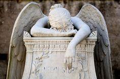 Cemitério Monumental de StaglienoBelas esculturas de cemitério 03