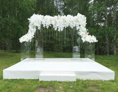 All White Wedding, Floral Wedding, Wedding Flowers, Dream Wedding, Wedding Stage Decorations, Wedding Centerpieces, Wedding Altars, Wedding Ceremony, Wedding Columns