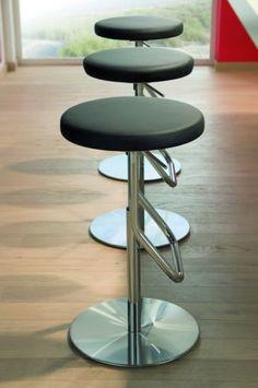 Der Barhocker S 123: Ein eleganter Allrounder - THONET-Möbel - Stühle, Tische, Sessel und Sofas, Design-Klassiker aus Bugholz und Stahlrohr