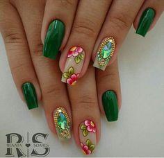 UC mandala love Marianne-nails n 18 can try daisy Green Nail Designs, Elegant Nail Designs, Diy Nail Designs, Fancy Nails, Bling Nails, Pretty Nails, Luminous Nails, Seasonal Nails, Green Nails