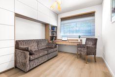 Rozkładana sofa Ara - idealna do pokoju gościnnego lub apartamentów na wynajem. Dostępna jest w różnych wielkościach materaca, podłokietniki mogą mieć różną szerokość i kształt. Sofa posiada komfortowy materac na sprężynach bonellowych. Dostępna jest w dowolnym kolorze. Divider, Sofa, Furniture, Home Decor, Settee, Interior Design, Home Interior Design, Loveseats, Couches