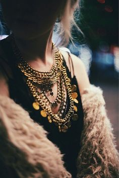   @andwhatelse Boho Chic, Quoi Porter, Gold Chains For Men, Black Gold Jewelry, Mode Inspiration, Mode Style, Fashion Pictures, Passion For Fashion, Jewelry Necklaces