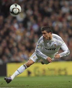 cr7 Cristiano Ronaldo Junior, Cristano Ronaldo, Cr7 Vs Messi, Lionel Messi, Liga Soccer, Football Rules, Real Madrid Football, Good Soccer Players, Soccer News