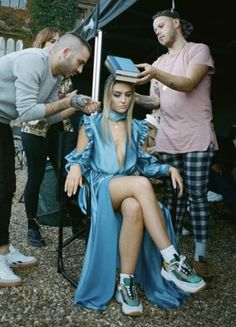 """""""Perrie on the set of  music video"""" Perrie Edwards Style, Little Mix Perrie Edwards, Little Mix Style, Little Mix Girls, Jesy Nelson, Little Mix Photoshoot, Cool Girl, My Girl, X Factor"""
