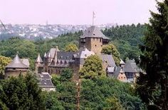 schlossburg - Sleeping Beauty Castle in Marburg an der Lohn, Hessen, started by Dutchess Sophie of Brabant, daughter of Saint Elizabeth.