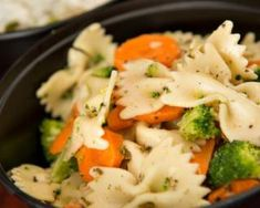 Pasta Salad with Vegetables Clean Recipes, Healthy Recipes, Healthy Foods, Yummy Recipes, Healthy Eating, Lunches And Dinners, Meals, Work Lunches, Brown Rice Pasta
