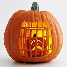 The Best Halloween Pumpkin Designs & Ideas for you! Greet trick-or-treaters have a creepy and fun Halloween with simple, easy-to-carve pumpkin ideas! Cute Pumpkin Carving, Spooky Pumpkin, Pumpkin Art, Halloween Pumpkins, Pumpkin Ideas, Disney Pumpkin Carving, Halloween Pumpkin Designs, Halloween Pumpkin Carvings, Halloween