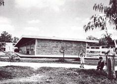 Escuela 'Miguel Hidalgo' (hoy Escuela Primaria Unidad Modelo), 111 de Río Churubusco 111, Modelo, Iztapalapa, Ciudad de México 1953  Arqs. Raúl Fernández y Félix Candela -   'Miguel Hidalgo' School (now Unidad Modelo Primary School), 11 de Rio Churubusco 111, Modelo, Iztapalapa, Mexico City 1953