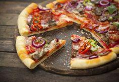 Tasty Pizza on Wooden Table Photographic Print on Canvas Pixxprint Size: 80 cm H x 120 cm W Pizza Sin Gluten, Gluten Free Recipes, Healthy Recipes, Healthy Pizza, Vegan Pizza, Sem Lactose, Sans Gluten, Vegetable Pizza, Food And Drink