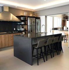 Hello people! Cadê os apaixonados por cozinha com detalhes em preto? Apaixonado realoficial por essa. Projeto: Anderson Leite.