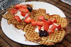 Lavkarbo Oppskrifter « Ingrids Blogg Lchf, Waffles, Breakfast, Sweet, Food, Morning Coffee, Candy, Eten, Waffle