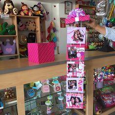 Un regalo especial  Para una amiga especial ✨ Así trabajamos la Caja de Fotos #JoliandGift Birthday Box, Friend Birthday Gifts, Bff Gifts, 21st Gifts, Birthday Explosion Box, Diy And Crafts, Paper Crafts, Locker Decorations, Diy Gifts For Boyfriend