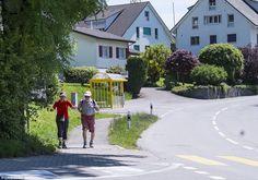وافقت قرية سويسرية، تعد من أغنى القرى في أوروبا، على دفع غرامة تصل إلى 300 ألف دولار كي لا تستقبل 10 لاجئين على أراضيها.