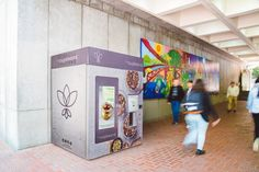 These Vegan Vending Machines Are Coming For SF - Eater SFclockmenumore-arrow : leCupboard is plotting its mobile operations from a Noe Valley storefront Healthy Milk, Healthy Food Options, Eating Vegetables, Fresh Fruits And Vegetables, Ice Cream Delivery, Salad Shop, Breakfast In A Jar, Dog Cafe, Plant Based Milk