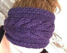 This headband is designed with an interesting corn rows cable going down the middle. It is knitted flat and then seamed at the end. The front of the headband is wider than the back. This is achieved using increases and decreases. Knitted Capelet, Knit Cowl, Knitted Hats, Knit Crochet, Crochet Hats, Crotchet, Knit Headband Pattern, Knitted Headband, Fair Isle Pattern