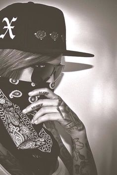 Image about black and white in ono ovo :D by Bad Blood Tatto Gangster, Gangster Girl, Gangster Quotes, Chicano, Gangsters, Wallpaper Gatos, Fille Gangsta, Geniale Tattoos, Girl Swag