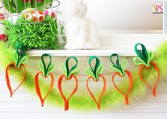 Easy Felt Carrot Garland Easter Craft :: PositivelySplendid.com