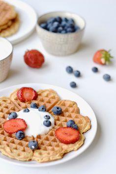 Deze havermoutwafels zijn perfect voor het ontbijt. Ze zijn makkelijk klaar, zijn erg gezond en vullen ook nog eens goed. Eet smakelijk! Pancakes And Waffles, Scampi, Low Fodmap, Bento, Tea Time, Sweet Tooth, Brunch, Food And Drink, Tasty