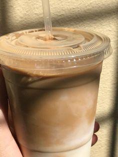 Cream Aesthetic, Aesthetic Coffee, Brown Aesthetic, Aesthetic Food, Aesthetic Pics, Iced Coffee, Coffee Drinks, Coffee Time, Coffee Shop