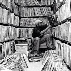 sample of myths Top 5 Myths About Hip Hop Sampling & Copyright Vinyl Record Shop, Vinyl Record Storage, Vinyl Records, Cd Storage, Lp Vinyl, Storage Ideas, Vinyl Room, Vinyl Junkies, Dj Equipment