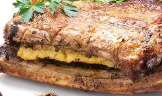 Costilla de cerdo rellena de piña con ensalada de rúcula