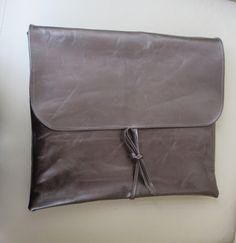 +Ledertasche+für+Laptop+Clutch+36x30cm+von+Gasani++auf+DaWanda.com