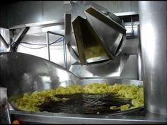 Así se hacen unas patatas fritas.