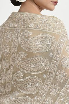 A Global Luxury Design House reinterpreting Indian heritage threads for the modern, discerning consumer Embroidery Suits, Hand Embroidery Designs, Modern Embroidery, Bridal Blouse Designs, Saree Blouse Designs, Indian Engagement Outfit, Desi Clothes, Indian Clothes, Indian Outfits