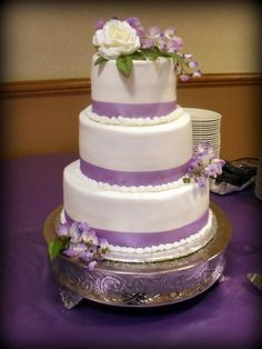white and lavender wedding cakes 1000 images about wedding ideas on lavender 27210