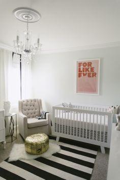 Quarto de bebê menta e dourado