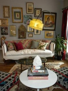 eclectic interior decorating decor wall gallery bohemian comfortable home thrift Eclectic Design, Eclectic Style, Eclectic Decor, Home Interior Design, Interior Styling, Interior Decorating, Rental Decorating, Interior Office, Interior Plants