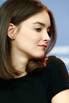 charlotte le bon again -- straight hair