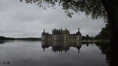 Ironie du sort, les récentes catastrophes naturelles nous donnent ainsi une image de ce que François Ier voulait pour Chambord: un château surgissant des eaux, celles qu'il aurait voulu détourner de la Loire.