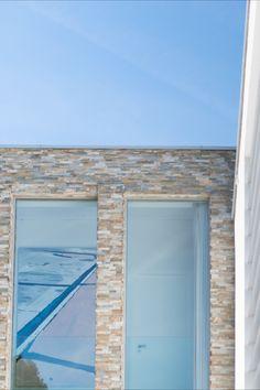 Architecture: Boxxis Architecten Photography: Buonq #Flagstonecompany #Naturalstones #Stonestrips #Home #Exterior #Villa #House #Facade #Facadedesign #Homedesign #Exteriordesign #Villadesign #Housedesign #Homeinspiration #Villainspiration #Walldecoration #Stonewall #Homedecoration #Housedecoration #Modernhome #Luxury #Architecture #Natuurstenen #Steenstrips #Exterieur #Wooninspiratie #Exterieurinspiratie #Landhuis #Wandbekleding #Stenenmuur #Gevel #Gevelstenen #Architect #Huisinspiratie Contemporary Design, Furniture Design, House Design, Windows, Explore, Dream Houses, Outdoor Decor, Modern, Home Decor